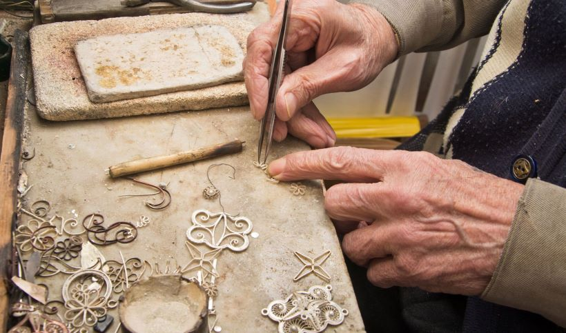 handmade-jewels-by-the-silversmiths-of-ioannina